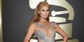 Foto Seksi Paris Hilton Pamer Belahan Dada di Grammy Awards 2015