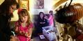 Gadis Cilik 8 Tahun Ternak Ribuan Kecoa
