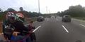 Aksi Begal Motor Todongkan Pistol di Siang Bolong