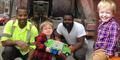 Bocah 2 Tahun Terharu Bertemu Idolanya Tukang Sampah