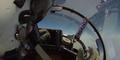 Cara Unik Berbagi Camilan dalam Jet Tempur