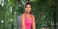 Foto Seksi Aline Adita Yoga Cuma Pakai Bikini di Pantai Belitung