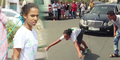 Gadis Maroko Tarik Mercedes Benz Dengan Rambutnya