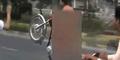 Pemuda Pakistan Naik Motor Bugil Ditangkap Polisi