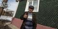 Pria Rusia Bangun Rumah dari 12.000 Botol Sampanye