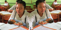 Aulia Tidak Risih Meski Ikut UN Sambil Gendong Anak
