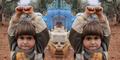Kisah Bocah Suriah Lihat Kamera Angkat Tangan Dikira Senjata