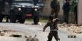 Foto Heroik Bocah 5 Tahun Palestina Lempari Polisi Israel