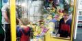 Ingin Minions, Bocah 4 Tahun Terjebak Mesin Boneka Otomatis