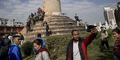 Ironi, Foto Selfie di Lokasi Gempa Nepal