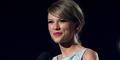 Pindah Genre, Kemenangan Taylor Swift di ACM Awards 2015 Dikritik
