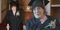 Nenek 103 Tahun Bahagia Ikut Wisuda SMA