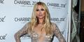Paris Hilton Pakai Gaun Seksi Transparan di Los Angeles