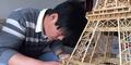 Pria Kasmaran Bikin Menara Eiffel dari Bambu Buat Pacar