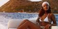 Rihanna Berbikini Seksi di Pantai Honolulu