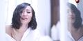 Rinni Wulandari Seksi di Video Klip Rapuh