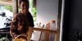Sutriyani, Sarjana Fisika Tidak Risih Berjualan Jamu
