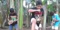 Aksi Kocak 4 Bocah Lipsync Lagu Metal di Kebun Pisang