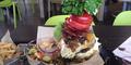 Burger Terbesar Dengan Berat 1,7 Kg