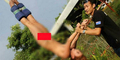 Gadis Seksi Nekat Bungee Jumping Bugil di Thailand