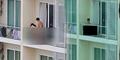 Pasangan Terekam Seks di Balkon Apartemen Pada Siang Bolong