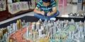 Pemuda Tiongkok Bikin Miniatur Kota Dengan Koin dan Akik