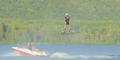 Pria Ini Cetak Rekor Terbang Dengan Hoverboard 276 Meter