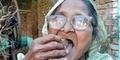 Wanita India Makan Pasir 1 Kg Tiap Hari