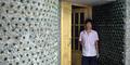 Brilian! Pemuda Tiongkok Bangun Kantor dari 8.500 Botol Bir