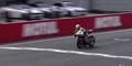 Gokil, Pembalap MotoGP Niklas Ajo Finis Dengan Berlutut
