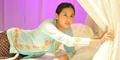 Heboh Foto Pevita Pearce Pakai Baju Jawa di Atas Ranjang