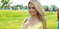 Model Playboy Holly Madison Tersiksa Tinggal di Playboy Mansion