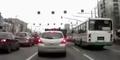 Nih Mobil Goyang Saat Lampu Merah, Naik-Turun Mencurigakan