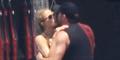 Paris Hilton Ciuman Mesra dengan Pacar Baru di Spanyol