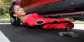 Rekor Dunia, Shemika Bisa Menari Limbo di Bawah Mobil