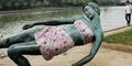 Sering Dijamah Turis, Patung Wanita Bugil Diberi Baju