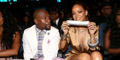 Video Rihanna Lakban Mulut Floyd Mayweather di BET Awards 2015