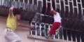 Aksi Dramatis Huang Selamatkan Bocah Terjepit Balkon Lantai 3