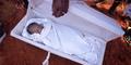 Mati Suri, Bayi Tersenyum Saat Hendak Dikubur