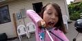Nih, Gadis Cilik Nekat Copot Gigi Pakai Panah