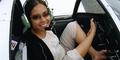 Pilot Wanita Tanpa Tangan Terbangkan Pesawat Pakai Kaki