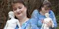 Wanita Inggris Jatuh Cinta Sama Patung Dewa Gairah 'Adonis'