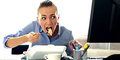 6 Kebiasaan Buruk Pekerja Kantor