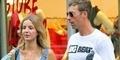 Chris Martin & Annabelle Wallis Kepergok Jalan Berdua