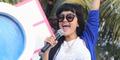 Baim Wong Cium Mesra Julia Perez di Depan Feni Rose