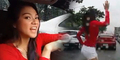 Terjebak Macet, Gadis Cantik Filipina Malah Goyang Seksi di Jalanan