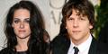 Kristen Stewart & Jesse Eisenberg Ciuman Mesra di Film 'Woody Allen'