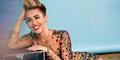 Miley Cyrus Tampil Hot Saat jadi Host MTV VMA 2015