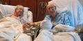 Pasangan Lansia Romantis Bikin Rumah Sakit Terharu