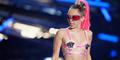 Payudara Miley Cyrus Terekspos Saat Ganti Baju di MTV VMA 2015